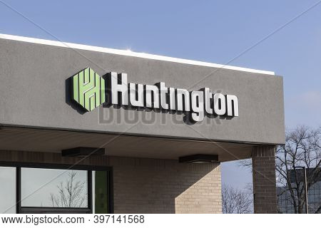 Blue Ash - Circa November 2020: Huntington National Bank Branch. Huntington National Bank, Operates
