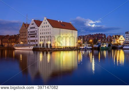 Motlawa River And Beautiful Architecture Of Gdansk At Night. Poland
