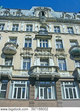 Lodz / Poland. 05 August 2019:  Ancient Building With Balconies. Lodz Architecture. Beautiful Archit