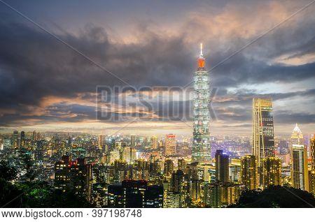 Taipei, Taiwan - May 13, 2019: Night Of Taipei City With 101 Tower, Center Is A Landmark Skyscraper