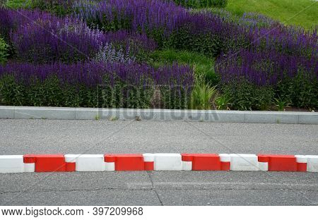 Vehicle Protection Entry Barrier, Lane-to-lane Crossing Road Markings Deceleration Element In Traffi