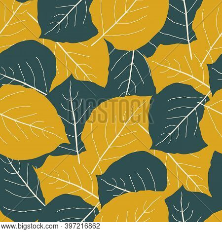 Green And Gold Aspen Leaf Seamless Vector Pattern Background. Overlapping Hand Drawn Leaves In Fall