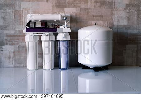 Reverse Osmosis Water Purification System At Home. Installed Water Purification Filters. Clear Water