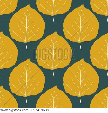 Gold Aspen Leaf Seamless Vector Pattern Background. Beautiful Hand Drawn Leaves In Fall Colors On Da