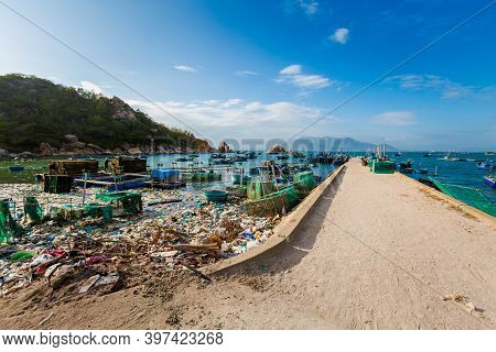 Litter In Cam Lap Promontory Cam Ranh