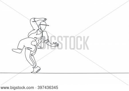 One Single Line Drawing Young Modern Street Dancer Man With Tracksuit Performing Hip Hop Dance On Th