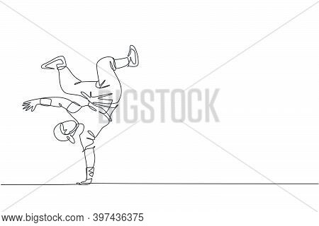 One Continuous Line Drawing Of Young Sporty Break Dancer Man With Casual Shirt Show Hiphop Dance Sty
