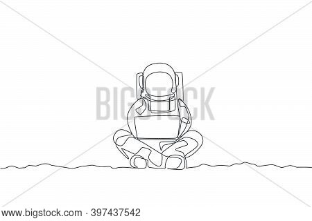 One Continuous Line Drawing Of Young Spaceman On Spacesuit Sitting In Moon Surface While Typing. Ast