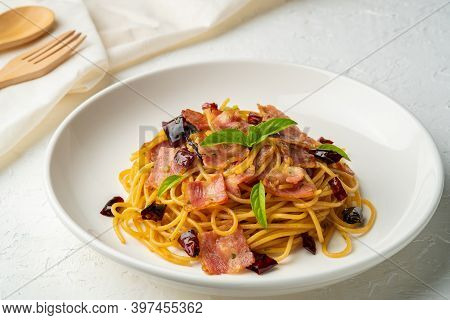 Stir-fried Spaghetti With Dried Chili And Crispy Bacon