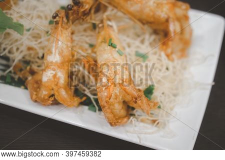 Crispy Fried Prawn With Garlic And Pepper In White Plate