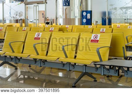 Dubai, Uae, 20.11.2020. Rows Of Empty Seats At Dubai International Airport Dxb Terminal With Do Not