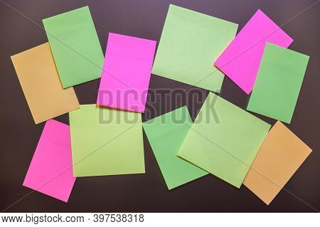 Many Small Sheets Of Colored Paper To Write On The Notes On The Wall.