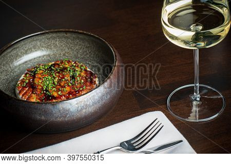 eel carpaccio and white wine