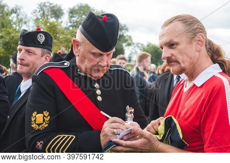 Moscow, Russia, September 4, 2016: The Leader Of The Scottish Pipers Orchestra Gives An Autograph To