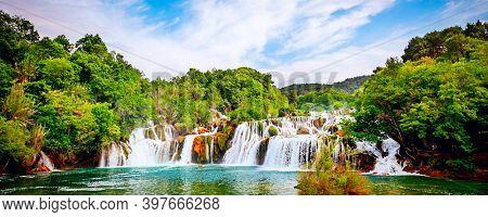 Wasserfall im Krka Nationalpark ist einer der kroatischen Natur Fluss