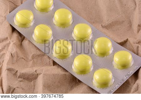 Medication Of Antiviral Capsule Medicine Drug For Treatment And Prevention Of New Corona Virus Infec