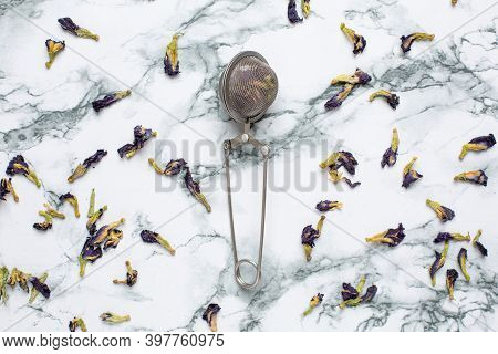 Butterfly Pea Tea Pea Flowers, Blue Pea For Healthy Drinking, Detox Drinking On Marble Table