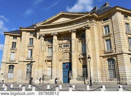 Paris, France. August 14, 2019. La Sorbonne Or University Of Paris 1 Pantheon-sorbonne Law Faculty O