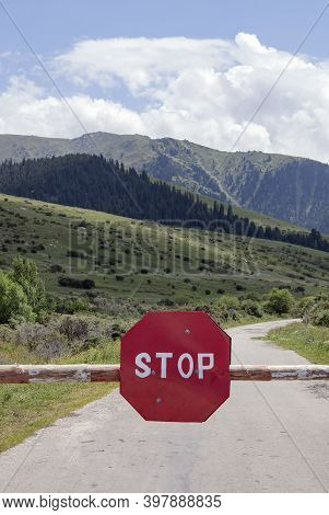 A Barrier With A Stop Priority Road Sign Or Movement Without Stopping Is Prohibited. A Sign On A Mou