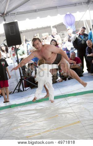 Enfant et le lutteur de sumo