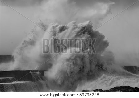 Gigantic Wave