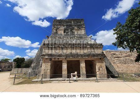 Ancient Mayan civilization historical ruins. Kukulcan Temple at Chichen Itza, Yucatan, Mexico.