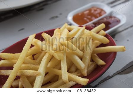 Fries potatoes