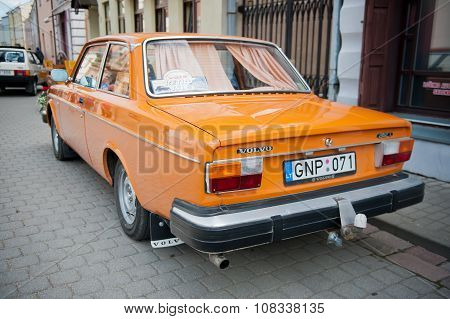 Volvo 242 L car on the street