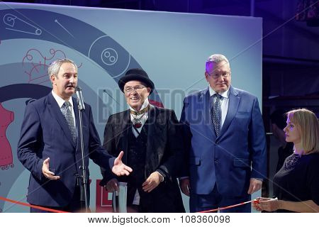 ST. PETERSBURG, RUSSIA - SEPTEMBER 14, 2015: Chairman of the Committee on entrepreneurship Elgiz Kachaev (left) and Vyacheslav Zaitsev (center) during the opening ceremony of the project
