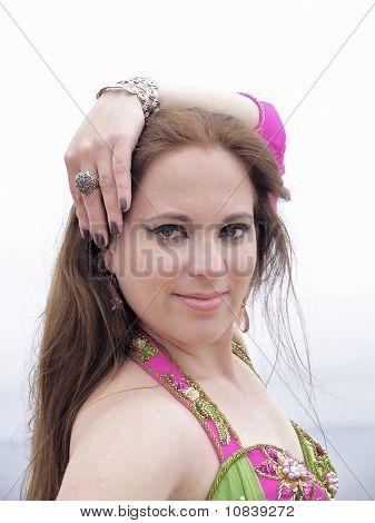 Retrato de bailarina árabe, close-up