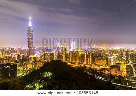 Taipei skyline Taiwan at dusk.