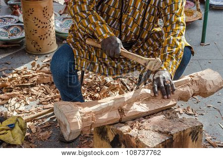 craftsman carve a with gouge
