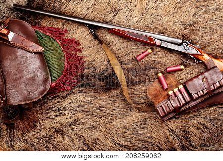 Hunting Double Barrel Vintage Shotgun, Hunters Bag,leather Bandolier Mmunition, On The Wild Boar Fur