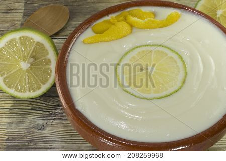 Mus of lemon on a wooden table