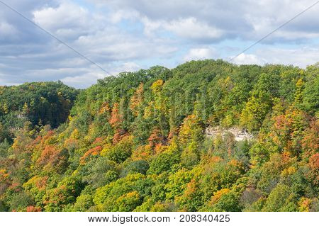landscape of woods and rocks near Dundas Peak in Hamilton Ontario at sunny autumn day with changing colors of the leaves
