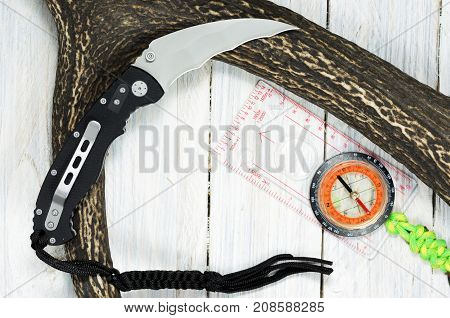 Military Knife With Pocket Clip And Paracord Cord.