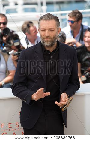 CANNES, FRANCE - MAY 19, 2016: Vincent Cassel attends the 'It's Only The End Of The World (Juste La Fin Du Monde)'  photocall during the 69th annual Cannes Film Festival at the Palais des Festivals