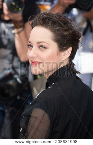 CANNES, FRANCE - MAY 19, 2016: Marion Cotillard attends the 'It's Only The End Of The World (Juste La Fin Du Monde)'  photocall during the 69th annual Cannes Film Festival at the Palais des Festivals
