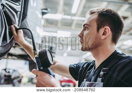 Handsome Auto Service Mechanic