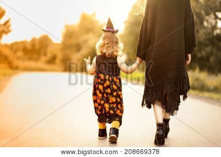 Little Witch And Her Mother, Trick Or Treat