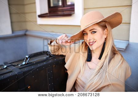 autumn fashionable Beautiful Blond Woman.Beauty blonde .lady in hat. suitcase