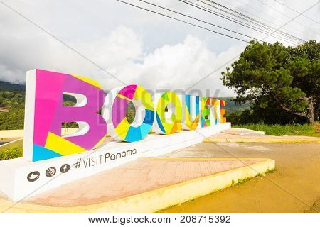boquete September 2017: In September when the tourist season begins visitors arriving at Boquete stop taking photos near the sign and why there is a panoramic spot and a cafeteria