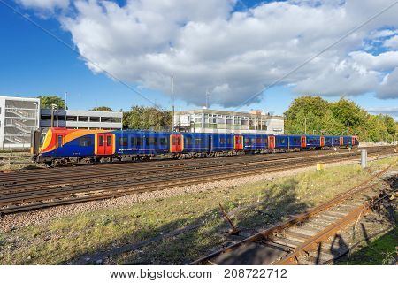 Basingstoke, UK. 8th October 2017. A class 450 Desiro train in South West Trains livery sits in a siding at Basingstoke station. The livery will be re-branded to South Western Railway colours soon.