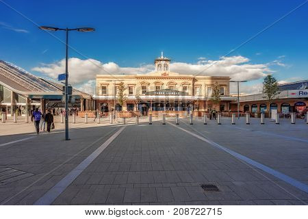 Reading, UK. 8th September 2017. The front entrance and pedestrian forecourt area of Reading station which has been recently re-modelled as part of the £5bn great western upgrade.