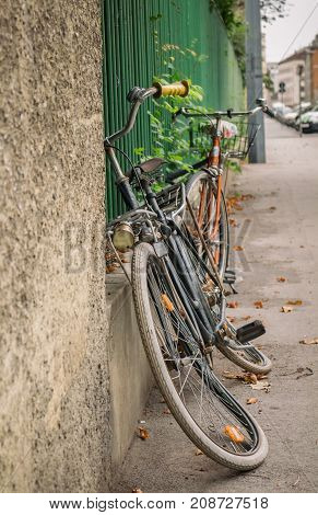 vintage bicycle standing on a fence flat tires
