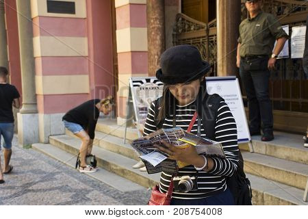 Traveler Thai Women Looking Map And Reading Guide Book At Jubilee Synagogue Or Jerusalem Synagoga Co