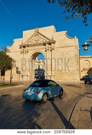 Porta Napoli In Piazzetta Arco Di Trionfo Square Of Lecce. Puglia.