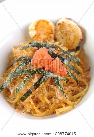close up of spaghetti with scallop and seaweed