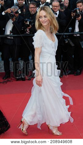 CANNES, FRANCE - MAY 20: Vanessa Paradis attends the 'The Last Face' premiere. 69th annual Cannes Film Festival at the Palais des Festivals on May 20, 2016 in Cannes