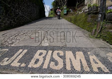 Ubud, Bali, Indonesia - 12th April 2019 : Wide Angle View On The Entrance To The Jalan Bisma Road In